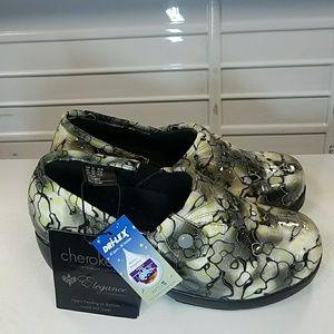 Cherokee Elegance nursing shoes. Size 8.5 m